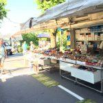 Kleiner Straßen-Markt in Tignale