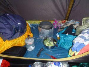 Essen im Zelt
