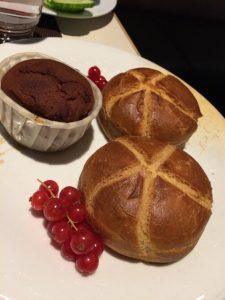 Frühstück im Mercure. Hammermühle Brötchen und Schnitzer Muffin