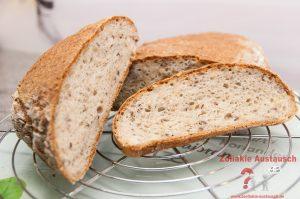 Nach dem Auskühlen kann man das Brot aufschneiden